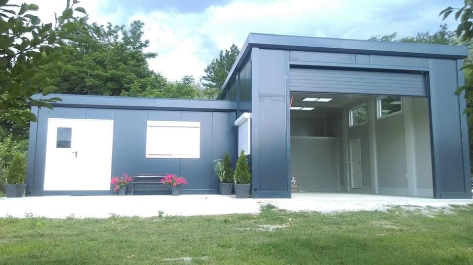 Edificios y construcciones residenciales de lujo Edificios y construcciones residenciales de lujo Casa modular sencilla con garaje